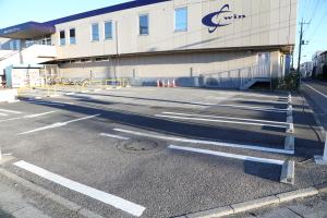 駐車場:建物前